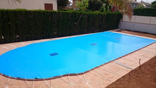 Cobertores Piscina  Protector piscina rectangular con curva