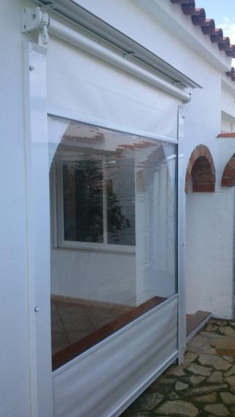 Toldo vertical con ventana