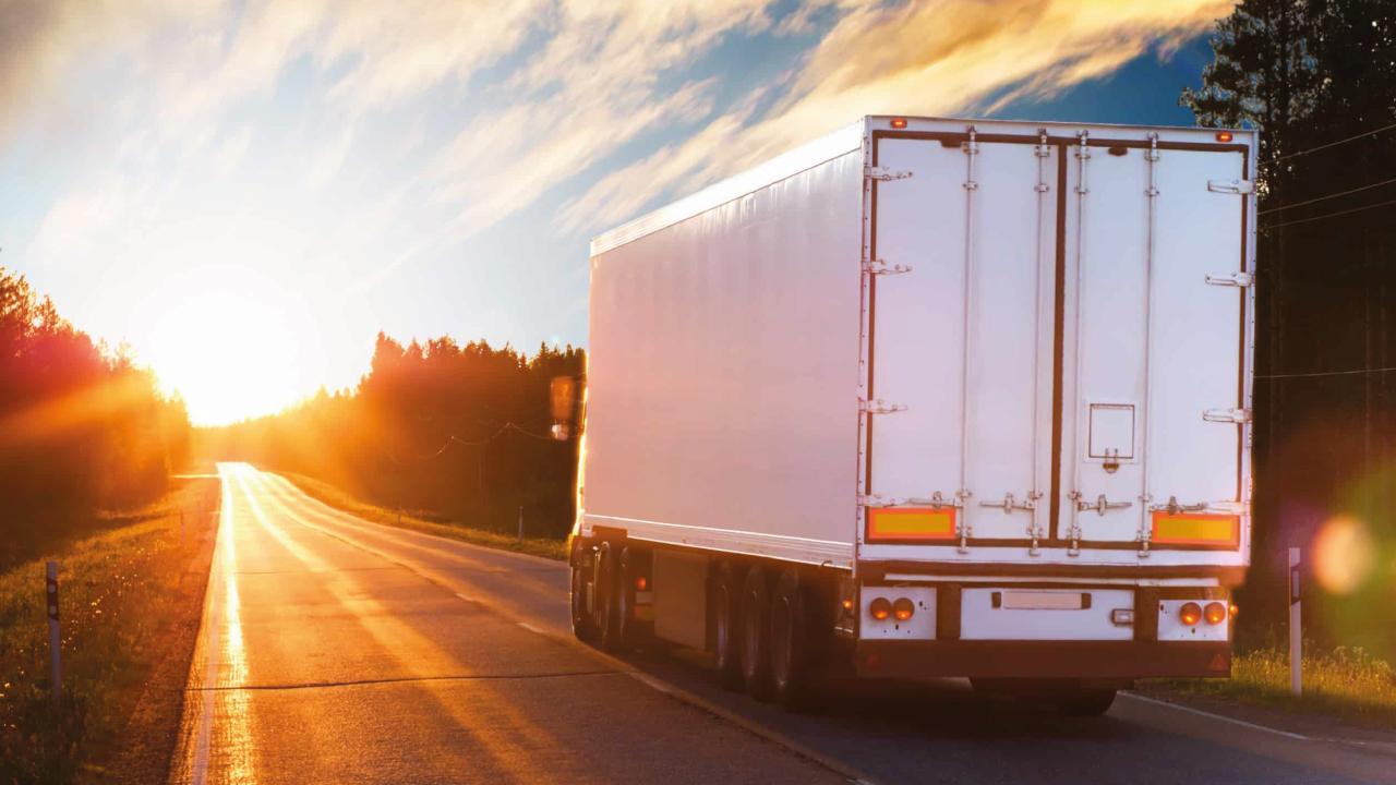 Consejos para mantener y cuidar la lona de tu camión
