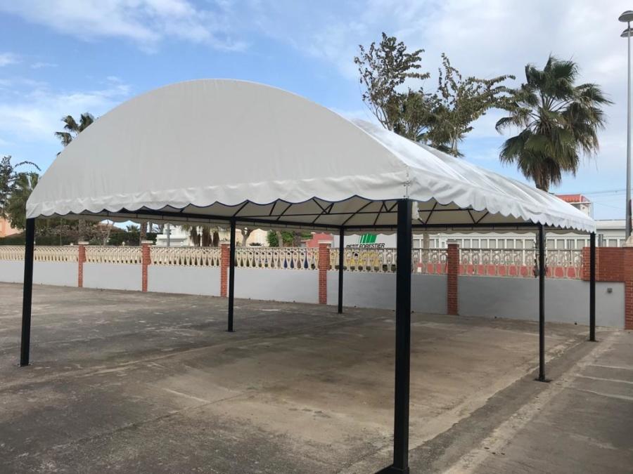 Instalación de cubierta en la zona común de apartamentos